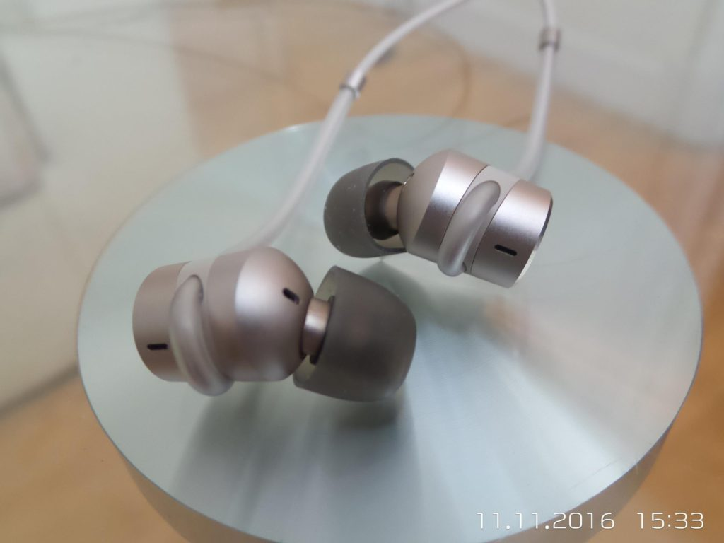 Huawei AM185 Noise Cancelling Earphone Review